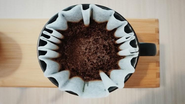 ¡No tires tu filtro con café usado! Te servirá para esto