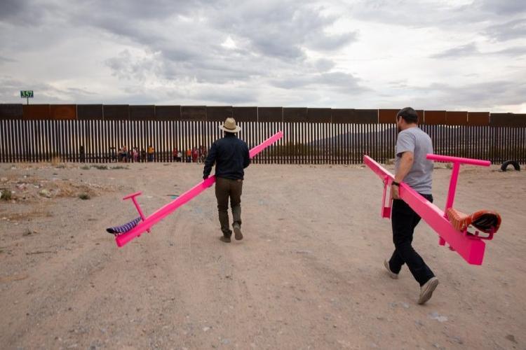 Juego en muro entre México y USA gana premio de arte (VIDEO)