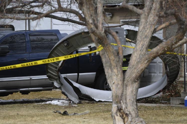 Avión pierde motor y cae sobre casa (VIDEO)