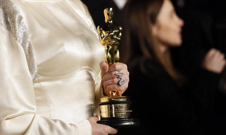 Dos mujeres hacen historia en los Oscars de 2021 (VIDEO)