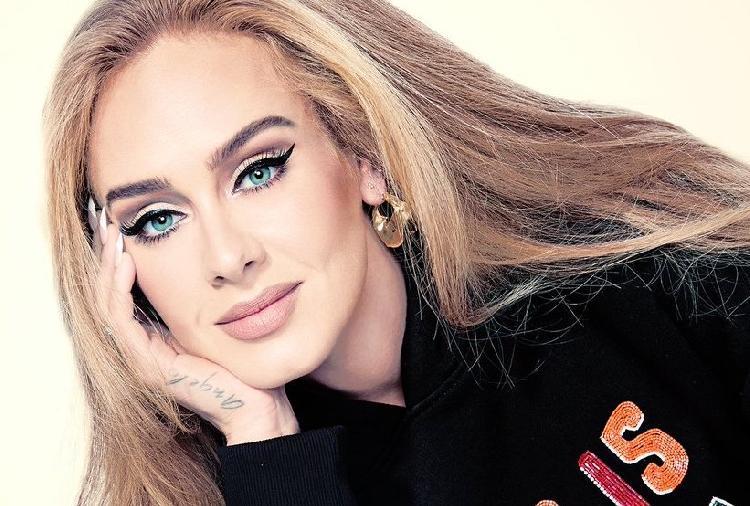 Adele presume como luce a sus 33 años (FOTOS)