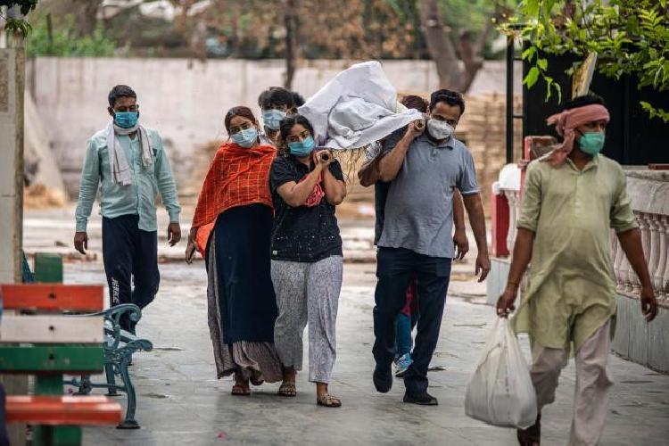 Crisis en la India, epidemia de hongo negro mata a miles