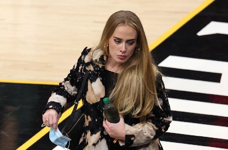 Adele deja en shock a todos al aparecer con nuevo look (FOTOS)