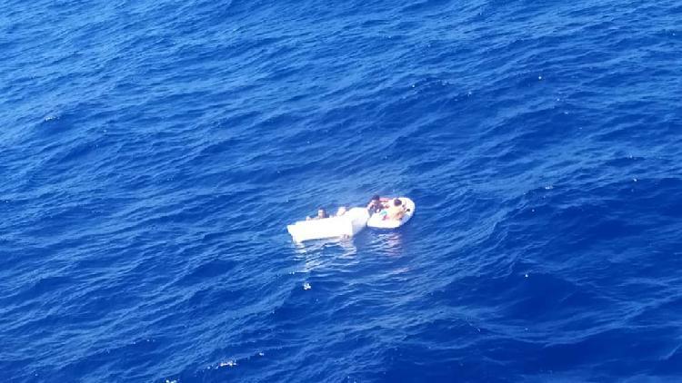 Madre muere para que sus hijos sobrevivan tras naufragio
