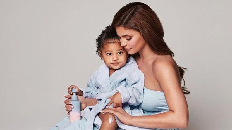 Kylie Jenner lanza nueva marca ¡AHORA PARA BEBÉS! (FOTOS)