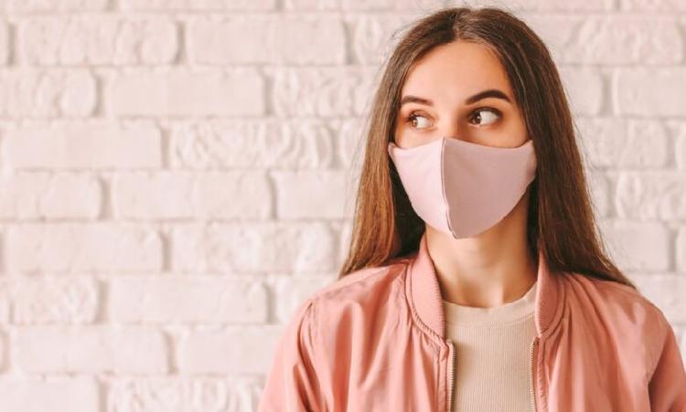 ¿Sufres de maskne? El brote de acné por uso de cubrebocas
