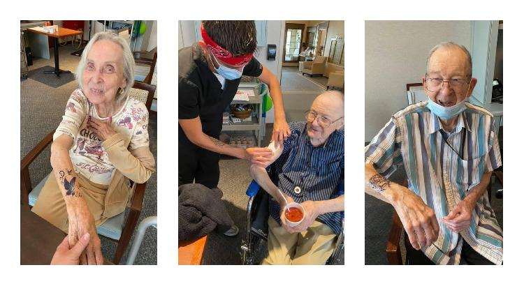 Joven regala tatuajes temporales a viejitos en asilo (FOTOS)