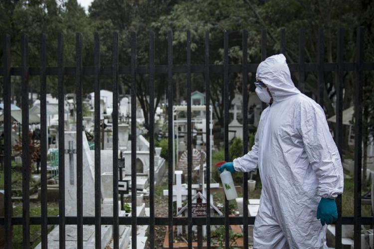Momento histórico, cierran panteones en Día de Muertos