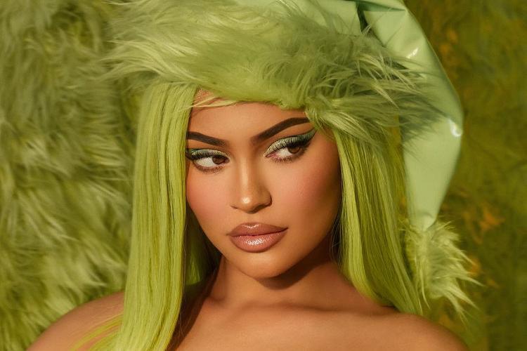 Kylie lanza colección de maquillaje con El Grinch (FOTO)