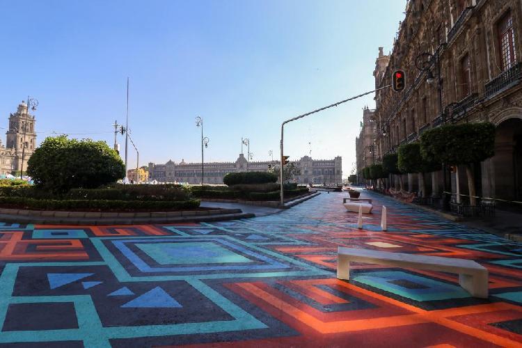 Remodelan Zócalo, lo llenan de colores y jardines (FOTOS)